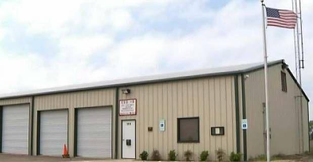 Esta es la estación de bomberos voluntarios en Waxahachie donde ocurrió el presunto ataque sexual a un bombero voluntario. (KXAS-TV/CORTESÍA)
