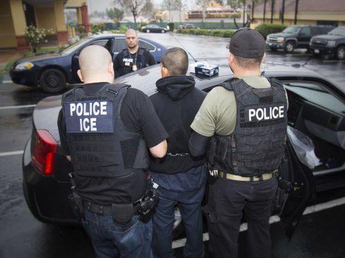 ICE contratará 10,000 agentes según las nuevas guías para la agencia.