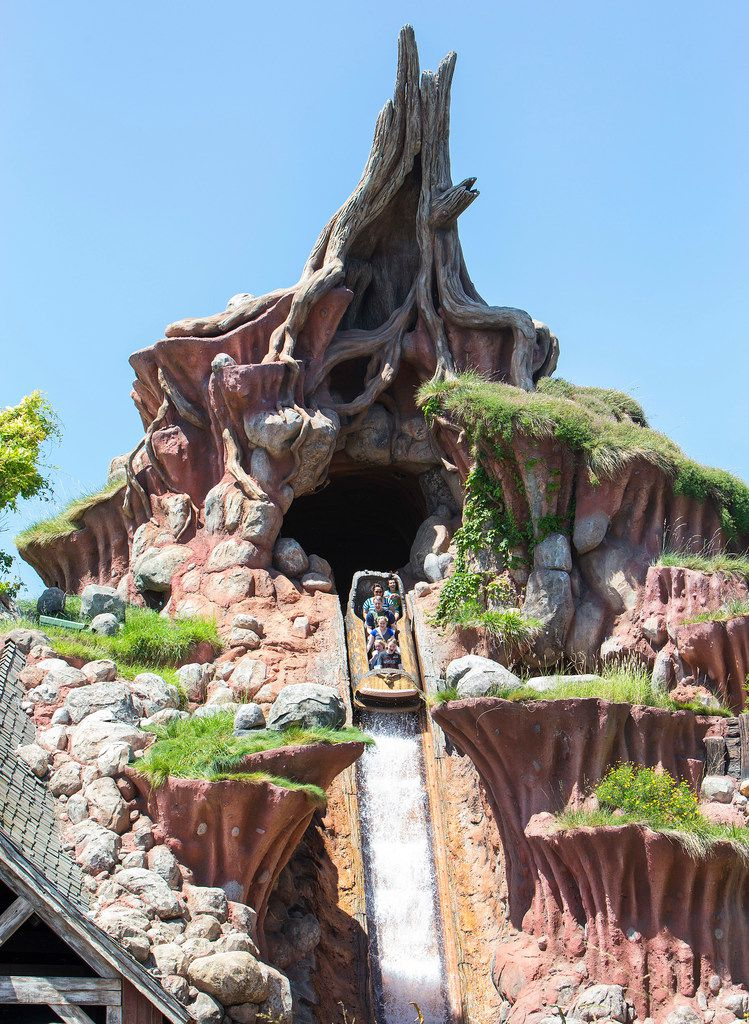 The average wait time for Splash Mountain was 53 minutes during the first week of June 2018, according to an analysis. After Star Wars: Galaxy's Edge opened at Disneyland, the average wait time for the flume ride dropped to just under 21 minutes.