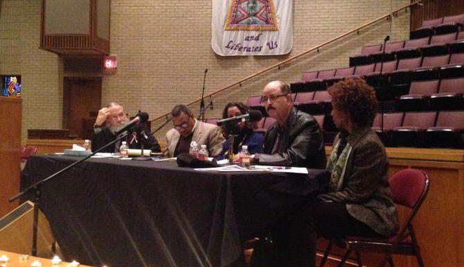 Activistas del área de Dallas se reúnen para hablar sobre presuntos casos de brutalidad policiaca en el Norte de Texas. (AL DIA/LOURDES VAZQUEZ)