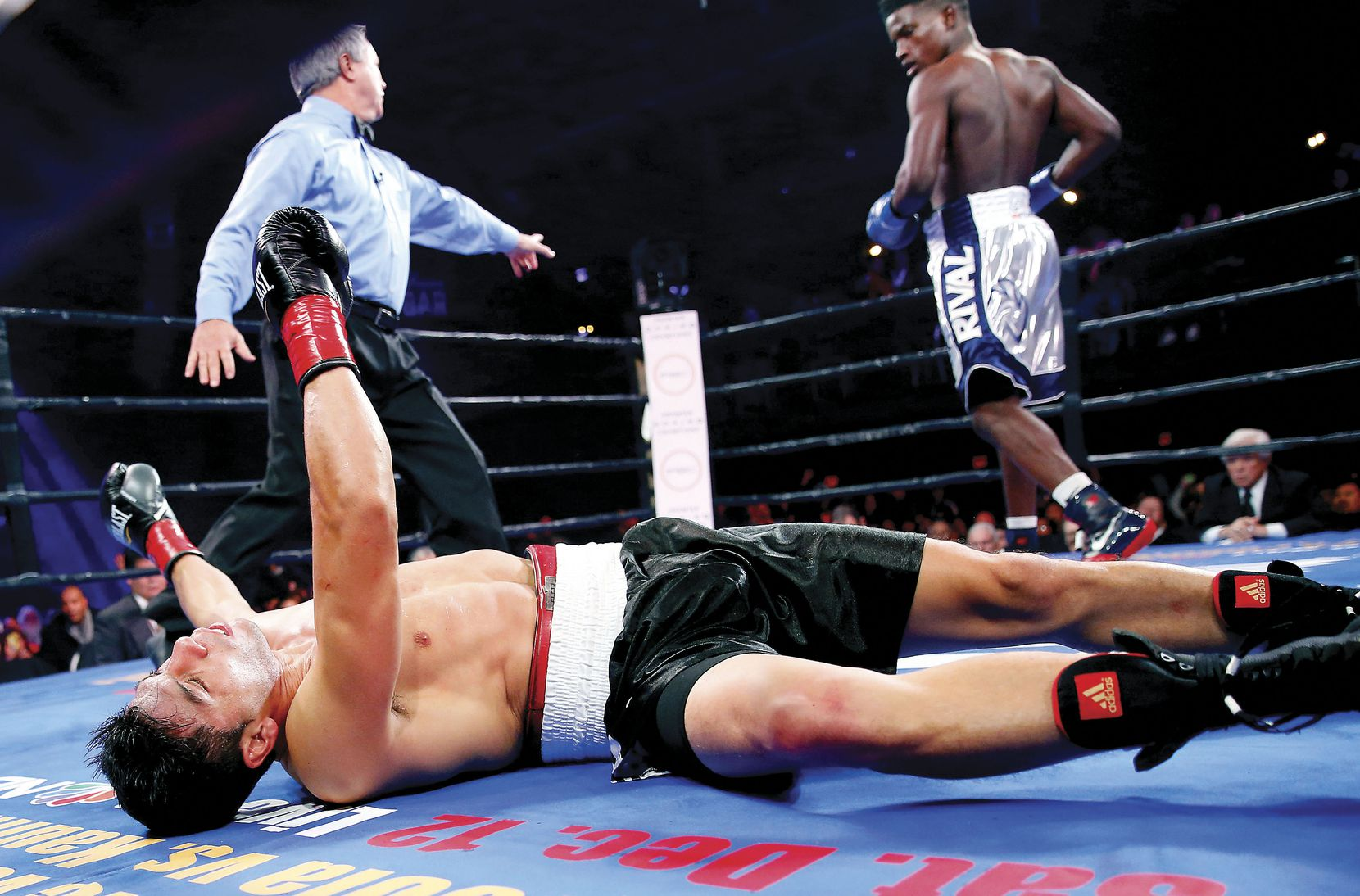 Erickson Lubin (right) walked to his corner after knocking out Alexis Camacho in the second round of their welterweight bout at the Bomb Factory in Dallas on Nov. 28.