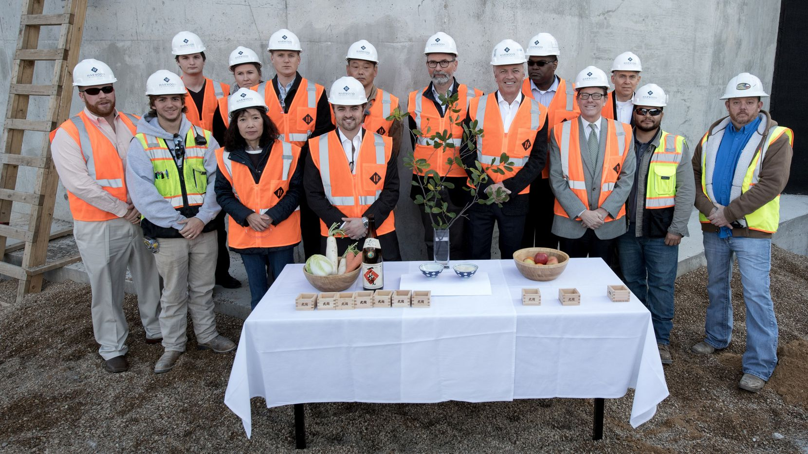 To kick off the building of the stone castle walls of the new Rolex Building in Dallas, the team (consisting of Harwood International, Rolex, HDF, HCMS and Sphinx) gathered on site to have a Joutoushiki ceremoney.