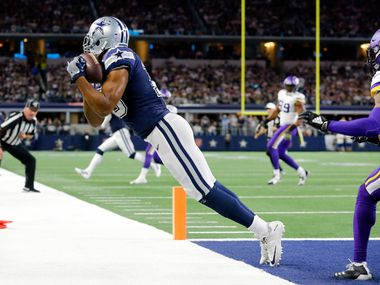 With tow feet down in the end zone, Dallas Cowboys wide receiver Amari Cooper (19) pulls in a third quarter touchdown pass from Dak Prescott (4) against the Minnesota Vikings at AT&T Stadium in Arlington, Texas, Sunday, November 10, 2019. (Tom Fox/The Dallas Morning News)