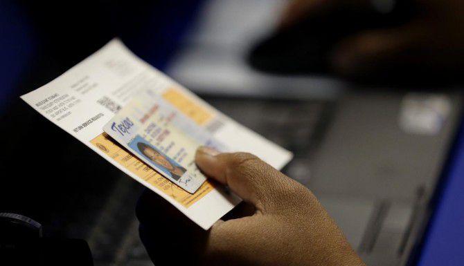 Texas requiere identificación oficlal con fotografía para votar en  la elección presidencial.
