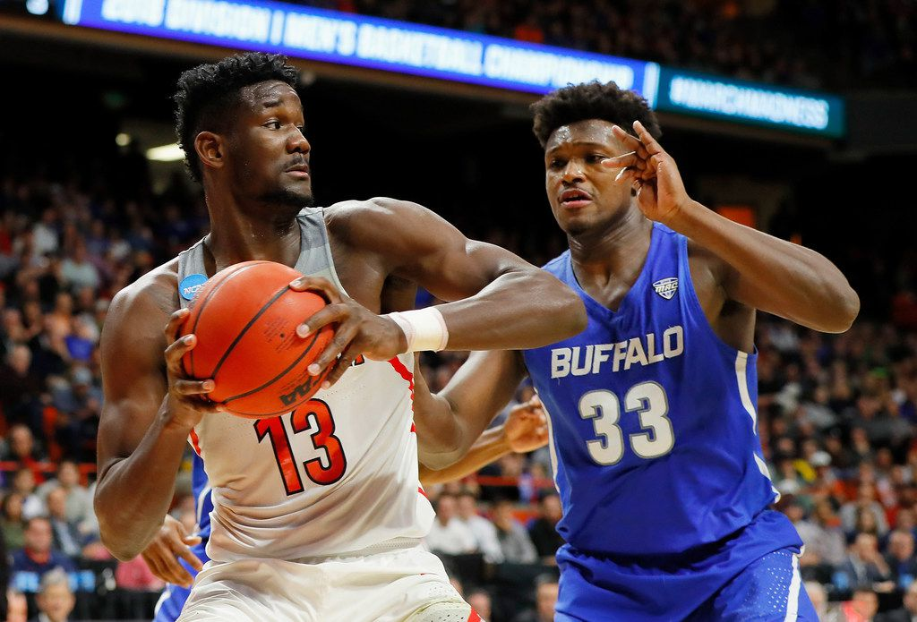 BOISE, ID - MARCH 15:  Deandre Ayton #13 of the Arizona Wildcats handles the ball against Nick Perkins #33 of the Buffalo Bulls in the second half during the first round of the 2018 NCAA Men's Basketball Tournament at Taco Bell Arena on March 15, 2018 in Boise, Idaho.  (Photo by Kevin C. Cox/Getty Images) ORG XMIT: 775103373