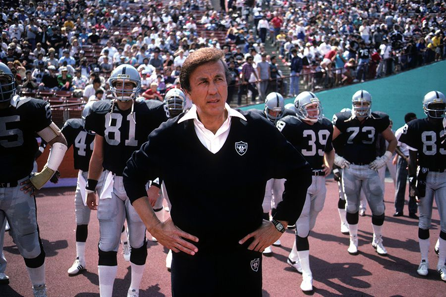 Tom Flores, ex entrenador de los Raiders de Los Angeles. (Getty Images)