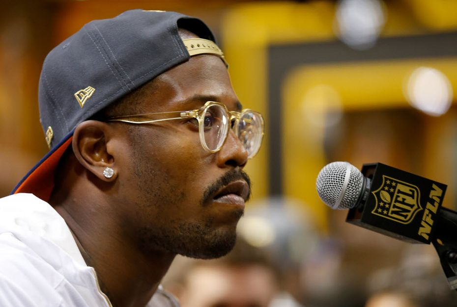 You never know what style of specs to expect on Von Miller