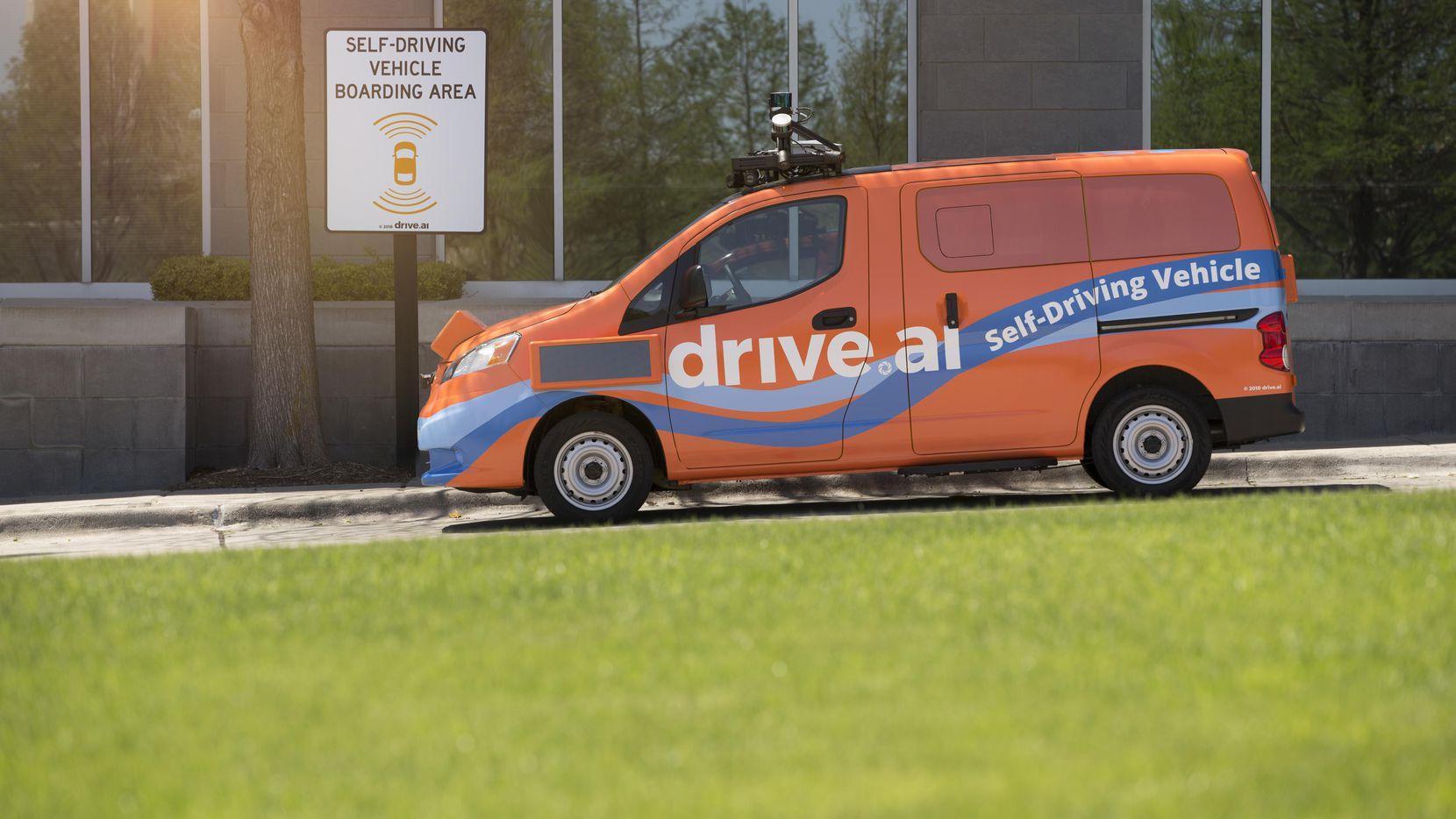 Una de las vans de Drive.ai que transportarán hasta tres personas sin un piloto. (CORTESÍA/DRIVE.AI)