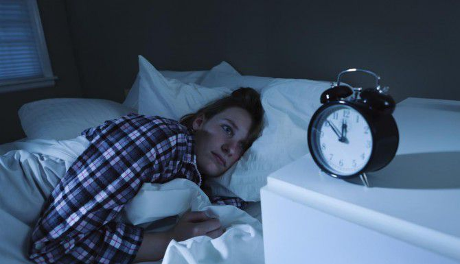 Las personas que no duermen suficiente tienen más probabilidades de sufrir diabetes, depresión, obesidad, alta presión sanguínea y hasta cáncer.(iStock)