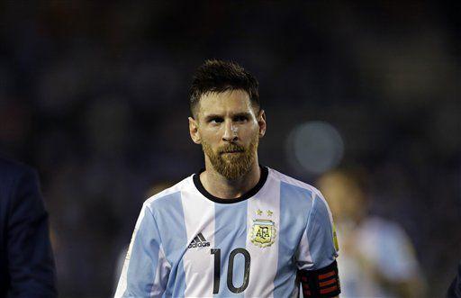 Lionel Messi fue suspendido por cuatro juegos con la selección argentina por decisión de la FIFA. Foto AP