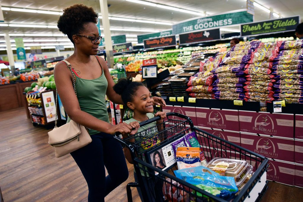 Quannesia Thomas and Nailah Hill, 5, shop the produce and bakery sections inside the Albertsons at the Casa Linda shopping center in Dallas.