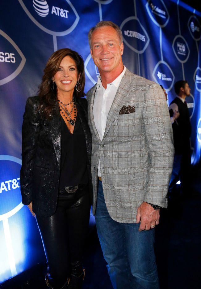 Former Dallas Cowboys football player Daryl Johnson and his wife Diane, pose on the Blue Carpet  during the 25th anniversary of the Dallas Cowboys Super Bowl XXVII at Gilley's in Dallas. (Tom Fox/The Dallas Morning News)