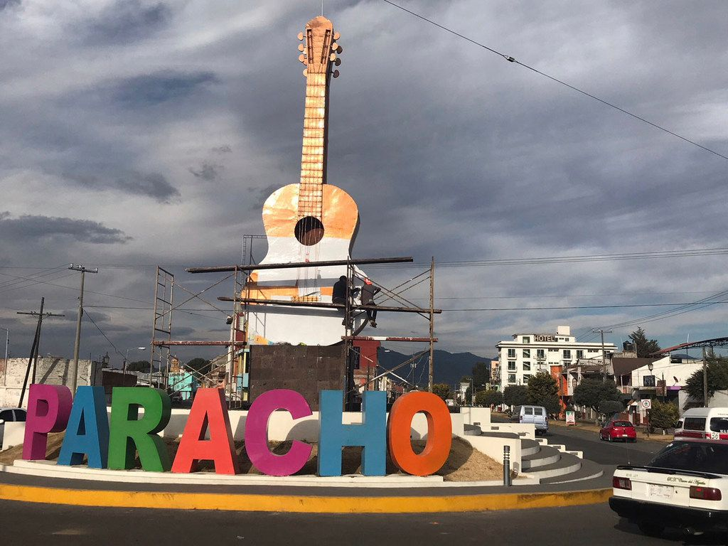 City workers recently painted the guitar at the entrance of Paracho white, in honor of Coco, and the creator of the white guitar, hometown hero German Vazquez Rubio.