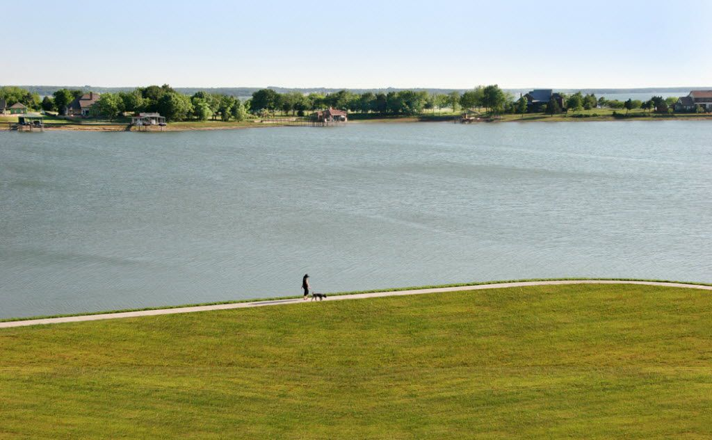Richland Chambers Lake is a great place for a walk. Guide/famlead