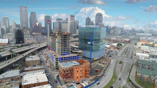 El complejo conocido como The Epic, aun en construcción, podría ser una sede de Uber en Dallas.  DMN