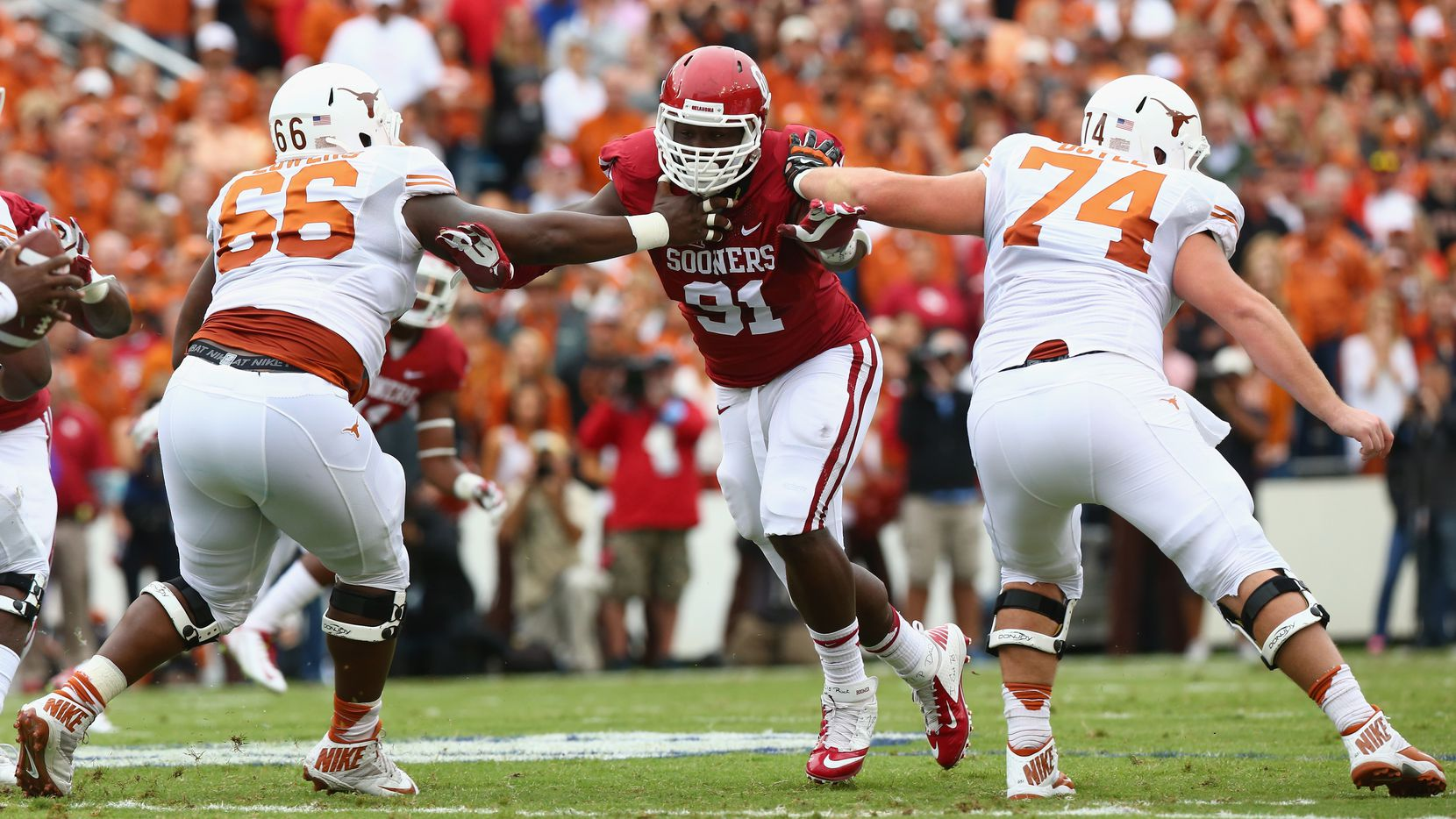 DALLAS, TX - OCTOBER 11:  Charles Tapper #91 of the Oklahoma Sooners at Cotton Bowl on October 11, 2014 in Dallas, Texas.  (Photo by Ronald Martinez/Getty Images)