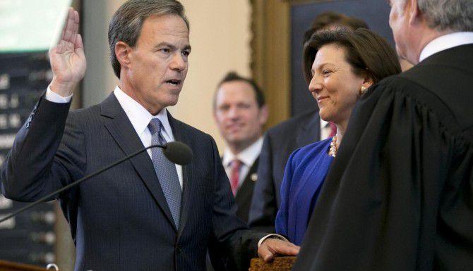 Joe Straus juramenta en la Cámara de Representantes de Texas. (AP/JAY JANNER)