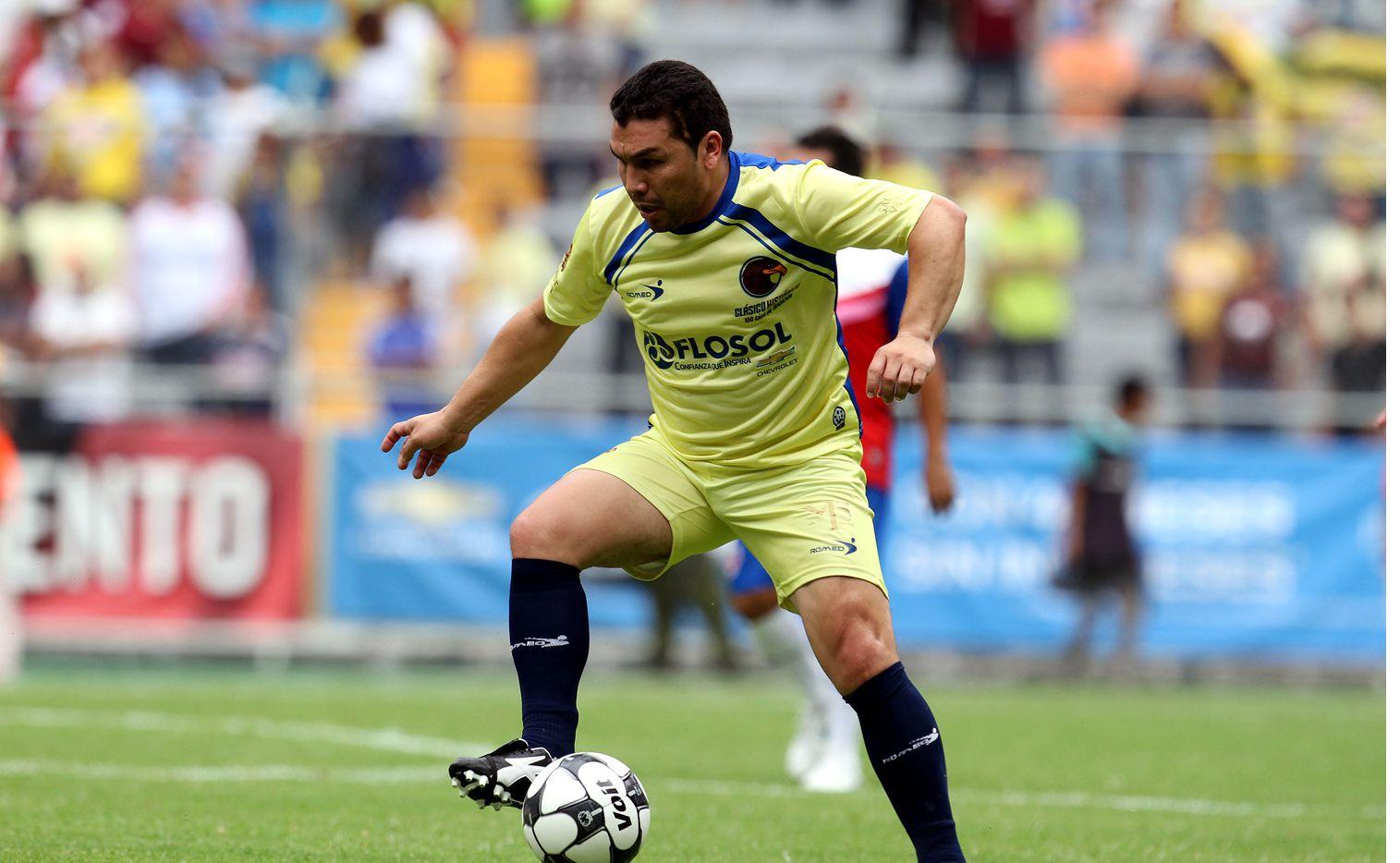 El 25 de enero de 2010, el ex delantero del Club América Salvador Cabañas (foto) recibió un balazo en la cabeza en el baño del Bar Bar, el cual puso su vida en riesgo y le acabó la carrera como futbolista profesional./ AGENCIA REFORMA