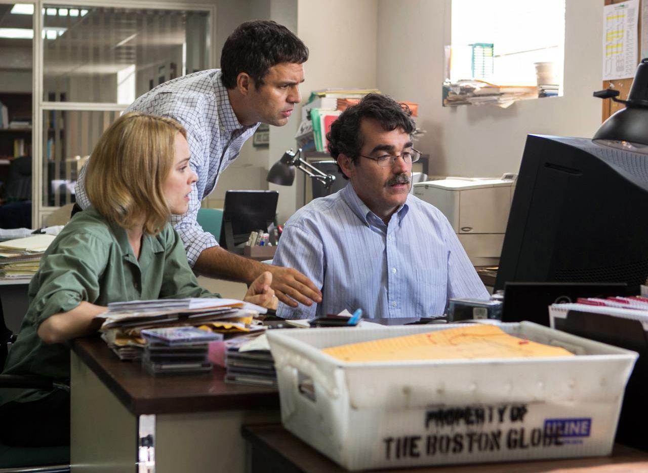 """Rachel McAdams, Mark Ruffalo y Brian d'Arcy James interpretan a periodistas de investigación en """"Spotlight"""". (AP/OPEN ROAD FILMS)"""