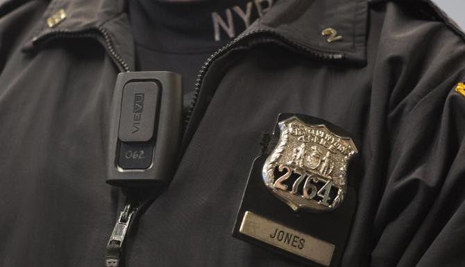 Al igual que la policía de Nueva York y Los Ángeles, algunos policías de Dallas portarán cámaras en sus uniformes. (AP/MARK LENNIHAN)