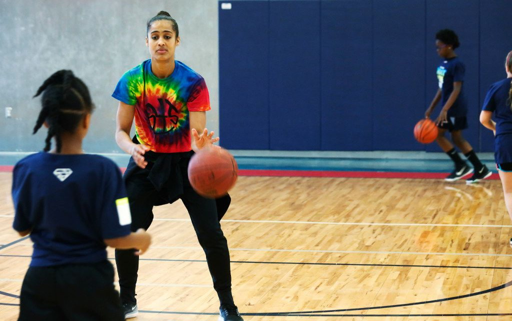 """Dallas Wings star Skylar Diggins passes a ball during a lay up drill at her basketball camp """"Shoot 4 The Sky"""" at the Plano Sports Authority in Murphy Saturday April 1, 2017. (Ron Baselice/TheDallas Morning News)"""