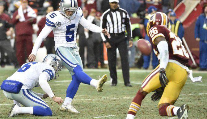 El pateador Dan Bailey (5) convierte un punto extra en un juego entre los Cowboys y los Redskins en diciembre del 2014. (DMN/MICHAEL AINSWORTH)