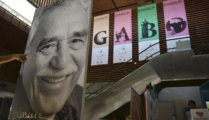 """Un cartel con la imagen de Gabriel García Márquez en Medellín, Colombia. El archivo del autor de """"100 años de soledad"""" fue adquirido por la Universidad de Texas en Austin. (AFP/GETTY IMAGES/RAUL ARBOLEDA)"""