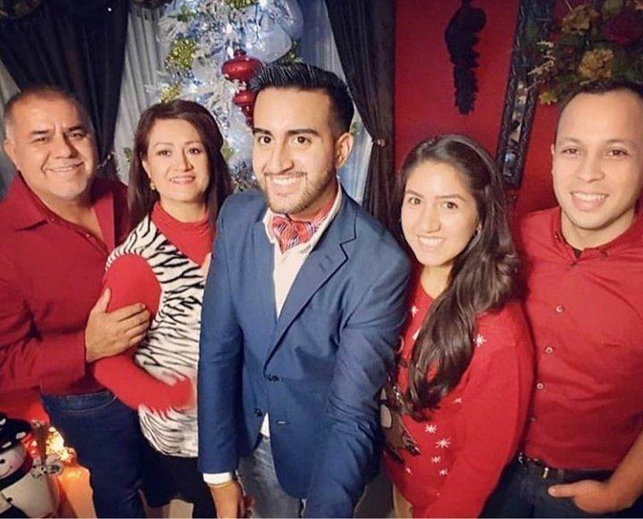Adrián y Sara Armijo (izquierda) fallecieron en un accidente en Belice, mientras vacacionaban. Sus hijos David y Byanca (al centro) permanecen hospitalizados.