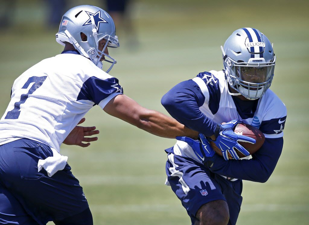 Cowboys rookie running back Ezekiel Elliott (21) gets the ball from quarterback Jameill Showers during the Dallas Cowboys rookie minicamp at Valley Ranch in Irving, Texas, Friday, May 6, 2016. (Jae S. Lee/The Dallas Morning News)