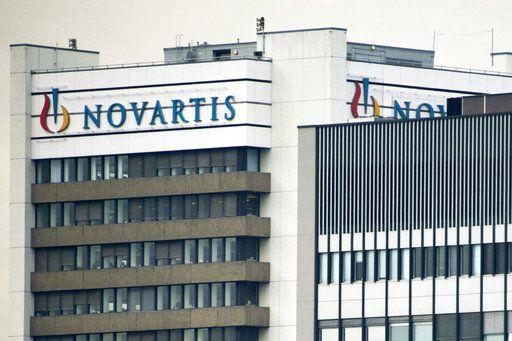 El logo de la empresa farmacéutica suiza Novartis AG en Basel, Suiza. Foto AP