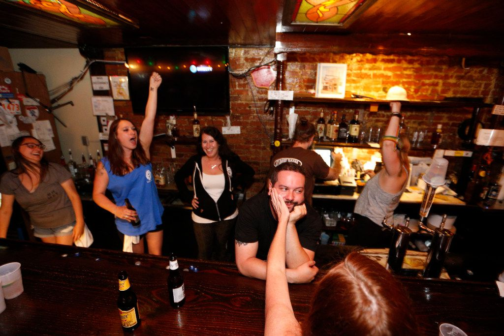 Bartenders cheer during last call at Elbow Room in Dallas on April 16, 2017. (Nathan Hunsinger/The Dallas Morning News)