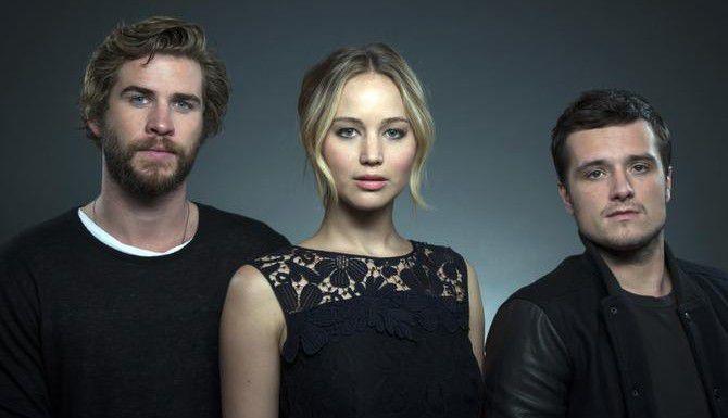 "Liam Hemsworth, Jennifer Lawrence y Josh Hutcherson, protagonistas de ""The Hunger Games: Mockingjay – Part I"". (AP/DREW GURIAN)"