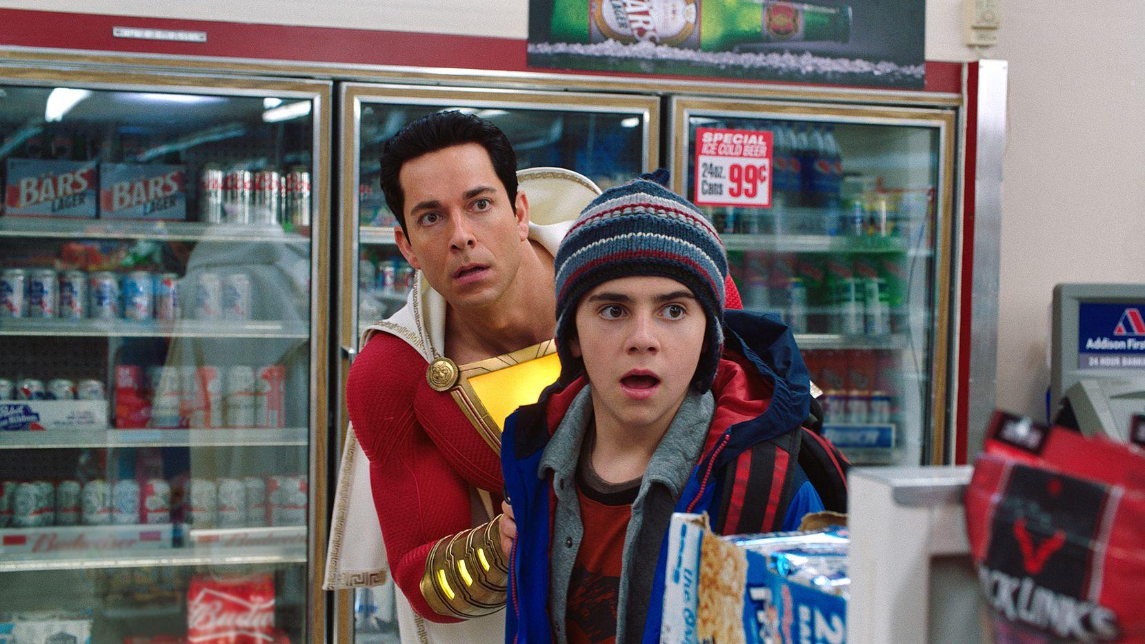 Zachary Levi da vida a la versión agrandada de Billy Batson, interpretado de niño por Asher Angel en Shazam!. (Warner Bross)