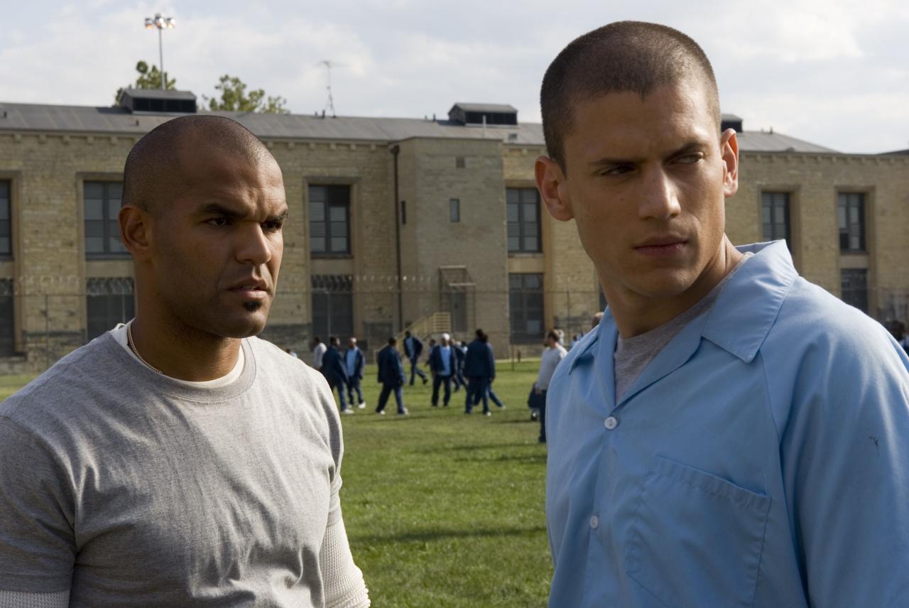Amaury Nolasco (izquierda) y Wentworth Miller en una escena de la serie 'Prision Break'(PR NEWSWIRE)