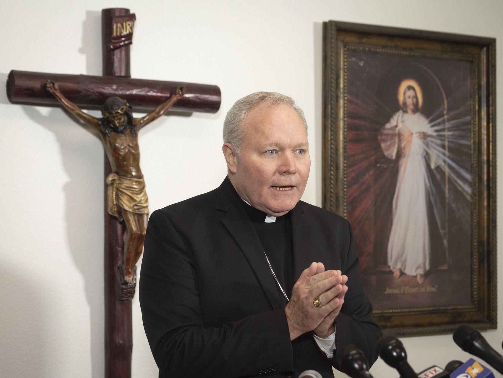 El obispo Edward J. Burns entregará su lista con curas sospechosos de abusos sexuales. DMN