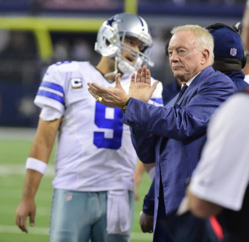 Tony Romo y Jerry Jones en una foto de archivo de DMN