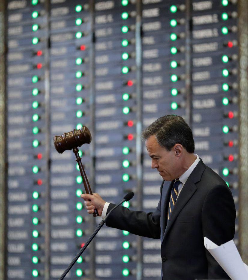 Texas Speaker of the House Joe Straus, R-San Antonio, strikes his gavel during debates in the House, Wednesday, April 19, 2017, in Austin, Texas, where debate over school finance is set to begin. (AP Photo/Eric Gay)