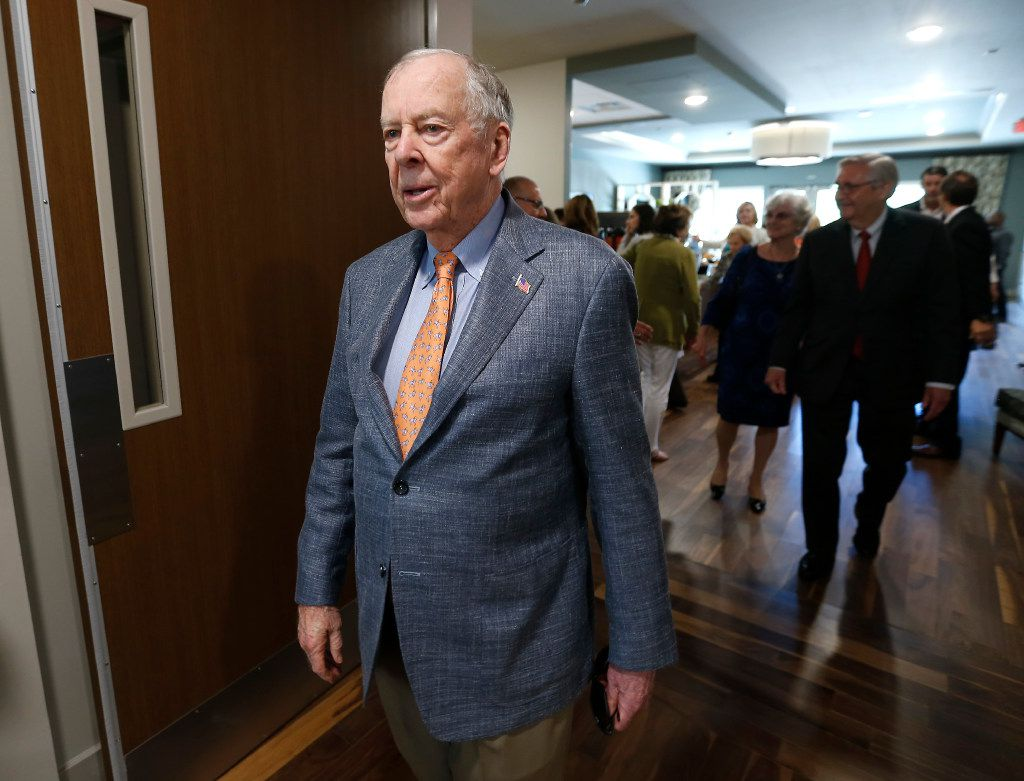 T. Boone Pickens leaves after a dedication ceremony at T. Boone Pickens Hospice and Palliative Care Center in Dallas, Tuesday, April 18, 2017. (Jae S. Lee/The Dallas Morning News)