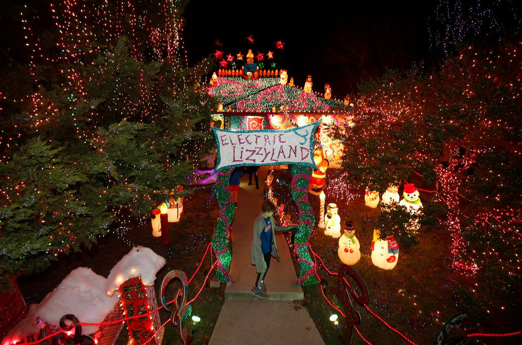 People tour the lights at Liz Simmons' house at 714 Newell Ave. in Old East Dallas.