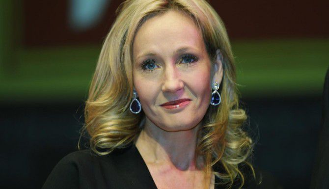 J.K. Rowling revela nuevos detalles de la historia del niño mago. (AP/Lefteris Pitarakis)