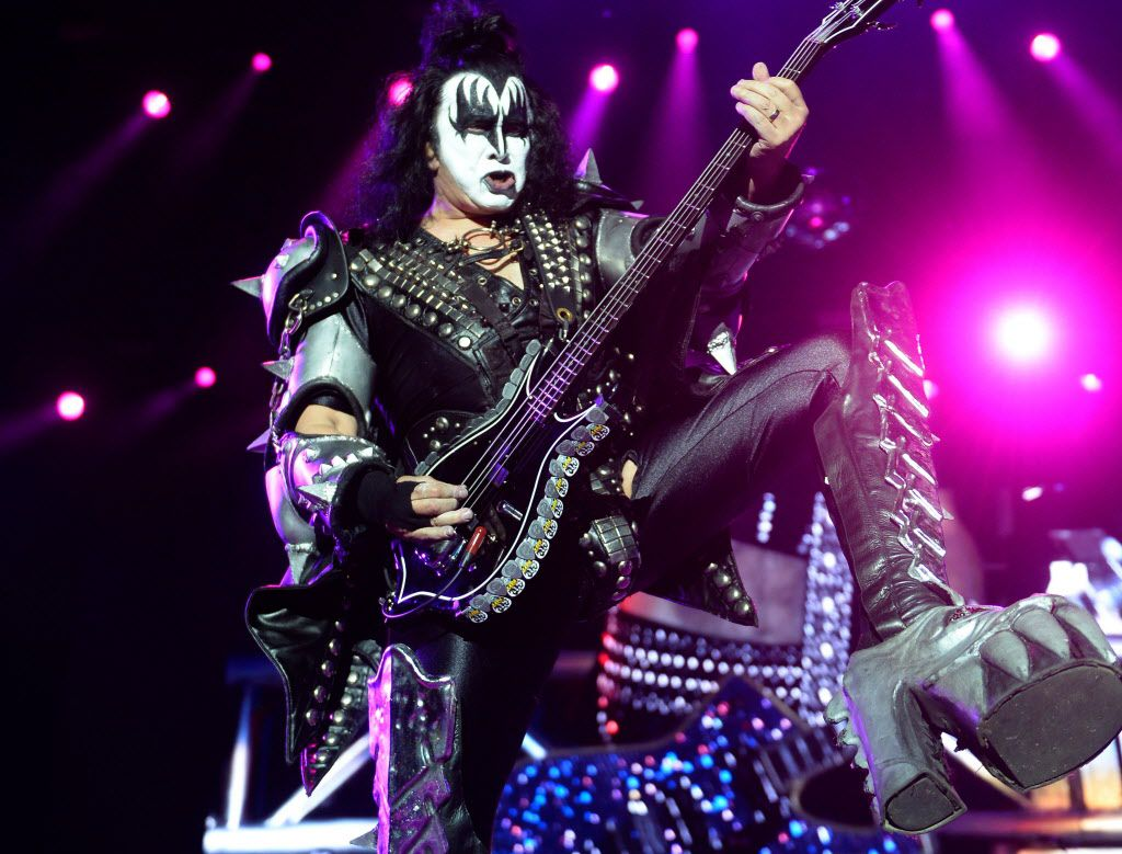 "Gene Simmons y la banda ""Kiss"" llegan el miércoles a Dallas.. / AFP PHOTO / MIGUEL RIOPAMIGUEL RIOPA/AFP/Getty Images"