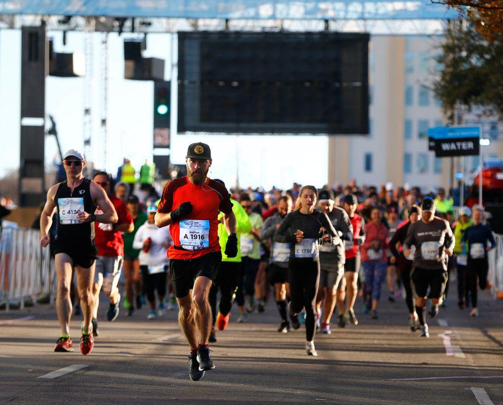People start the BMW Dallas Marathon in downtown Dallas in 2017.