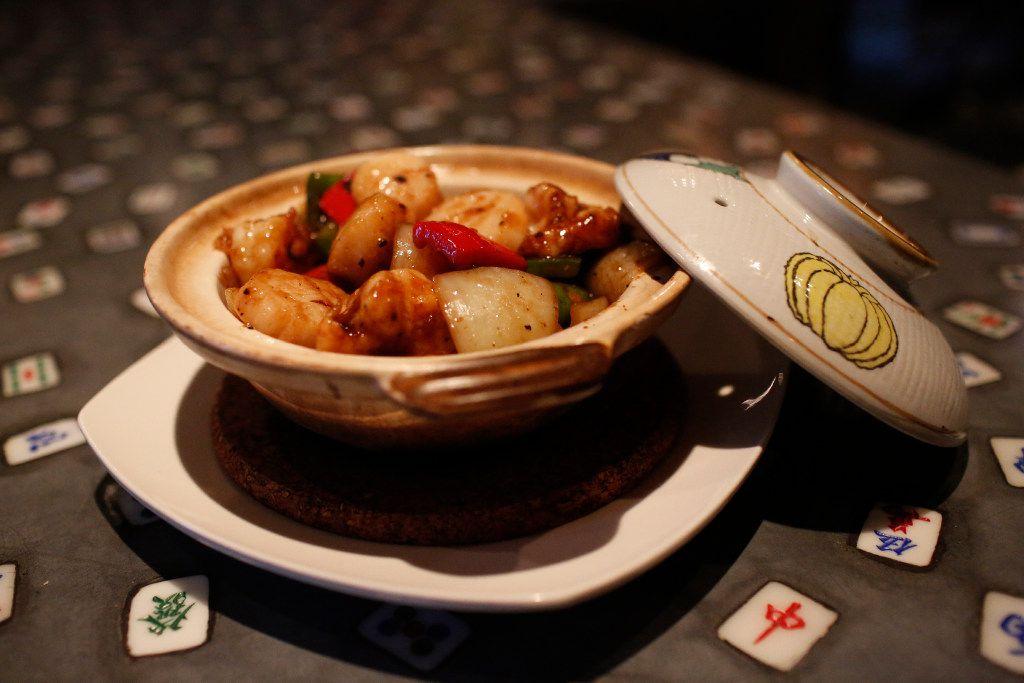 Sea scallop and shrimp in black bean sauce clay pot