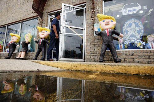 Las piñatas de Donald Trump están en la entrada de ABC Party en Oak Cliff. | BEN TORRES/AL DÍA