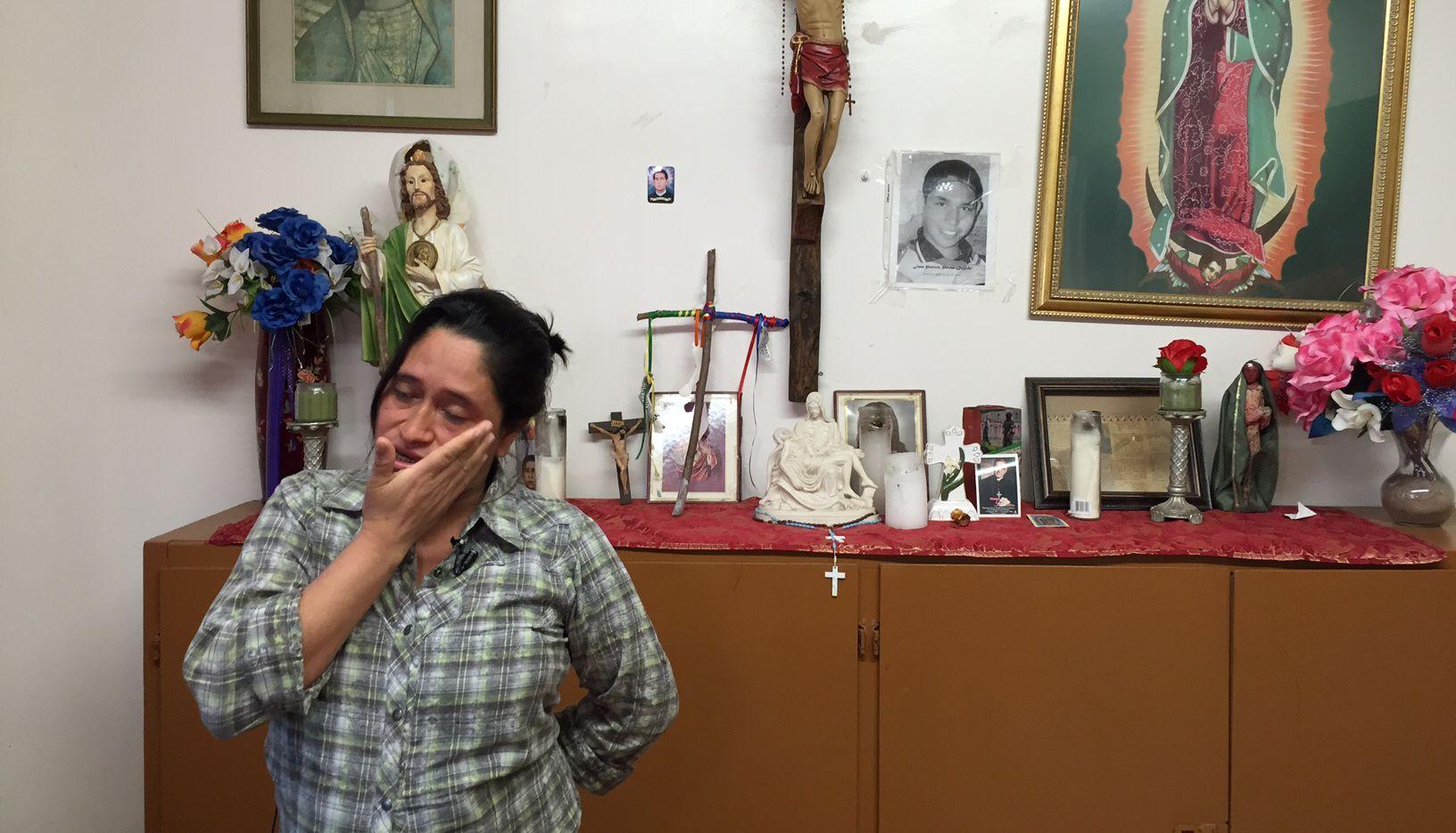 """Mari Centeno, originaria de El Salvador cruzó por territorio mexicano a través del tren conocido como """"La Bestia"""" en su viaje hasta Estados Unidos junto con su hija Roxana. Ella será uno de los aproximados 500 inmigrantes que presenciarán desde la línea fronteriza en El Paso la misa del Papa Francisco en Ciudad Juárez, el miércoles 17 de febrero."""