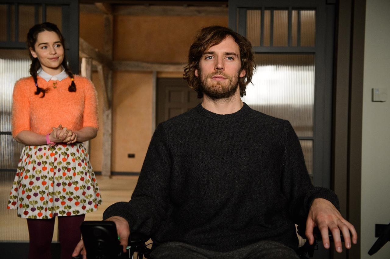 Una de las primeras escenas de la película donde se muestran juntos a Emilia Clarke y Sam Claflin. (AP/ALEX BAILEY)