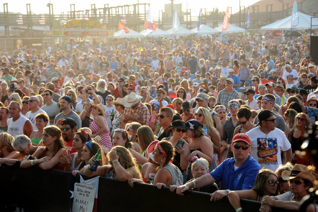 The crowd at last year's Willie Nelson picnic in Fort Worth.