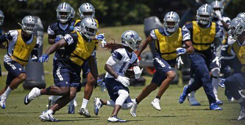 Lucky Whitehead y los Cowboys iniciaron este martes tres semanas seguidas de actividades organizadas en equipo.  DMN