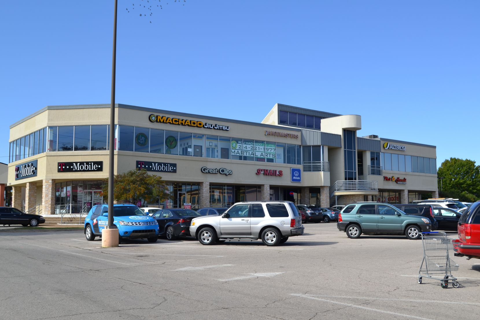 Northview Plaza shopping center is on Northwest Highway