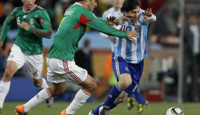 Será la primera vez que Mexico y Argentina se enfrenten desde que la albiceleste eliminó a los mexicanos en octavos de final del Mundial de Sudáfrica 2010. (AP/IVAN SEKRETAREV)